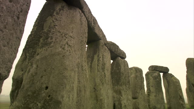 stonehenge: ancient prehistoric monument, wiltshire, uk - obelisk stock videos & royalty-free footage