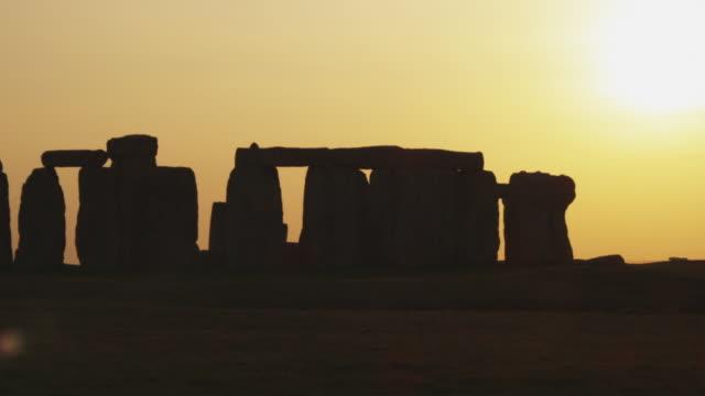 ms pan stonehenge at sunset, wiltshire, united kingdom - stonehenge stock videos and b-roll footage