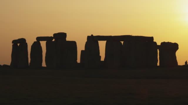ms stonehenge at sunset, wiltshire, united kingdom - stonehenge stock videos and b-roll footage