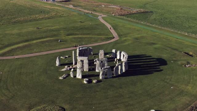 stonehenge, salisbury plain, wiltshire, england - stone object stock videos & royalty-free footage