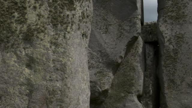cu zo ms stonehenge / wiltshire, england - stonehenge stock videos and b-roll footage