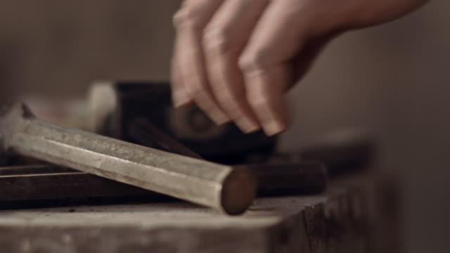 stonemason strumento cattura - scultura video stock e b–roll