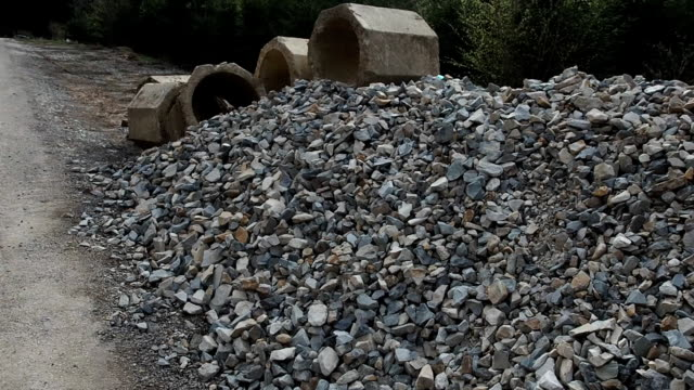 Stenar nära road building