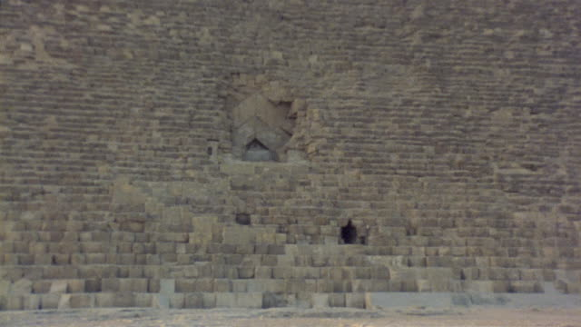 ws zi cu stones surrounding original entranceway to kheops pyramid / giza, egypt - building entrance stock videos & royalty-free footage
