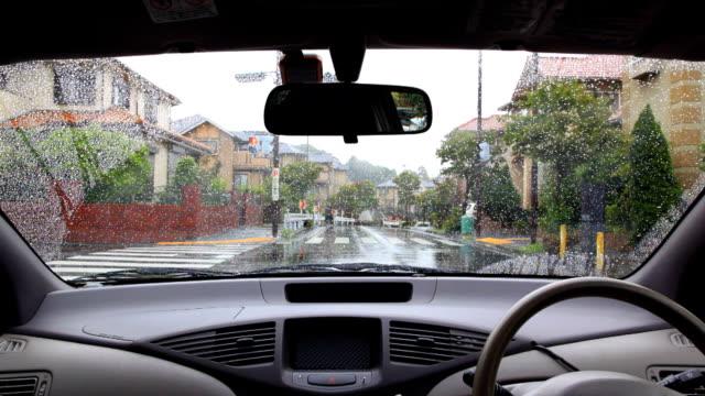 Arrêtez-vous à l'intersection de pluie