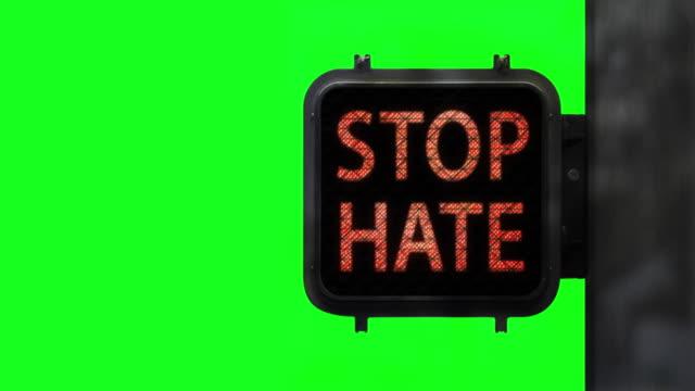vídeos y material grabado en eventos de stock de detengan el odio. tener esperanza— disparo medio de la señal de caminata en chroma key con mensaje social esperanzador - luz verde semáforo