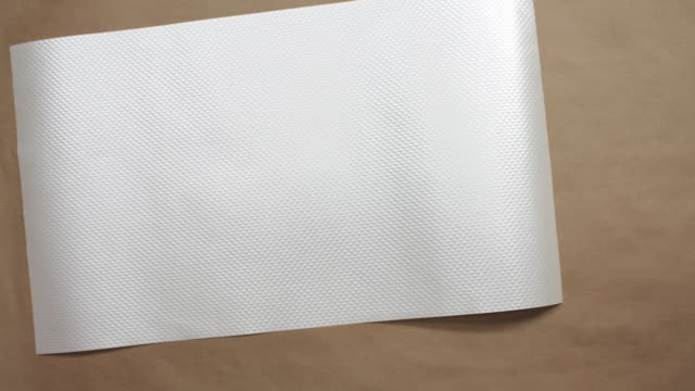 vídeos de stock, filmes e b-roll de stop motion animation for symbolic representation of autumn - papel quadriculado
