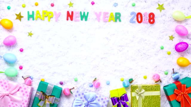 Stop Motion-Geschenk-Box-Dekoration auf Schnee für Neujahr 2018 Hintergrund