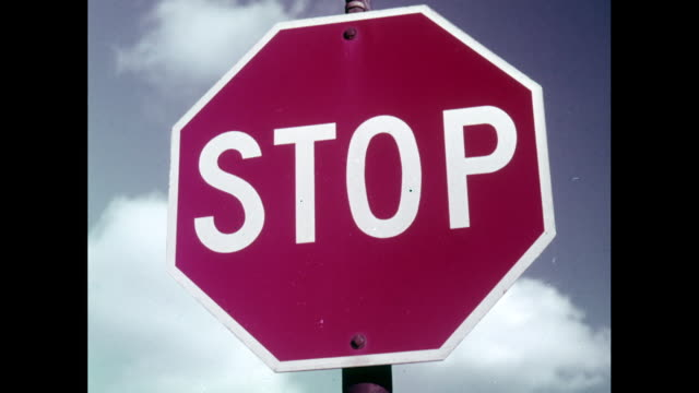 vidéos et rushes de cu stop sign against sky and cloud / united states - montrer la voie