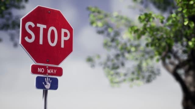 vídeos de stock e filmes b-roll de stop sign - stop