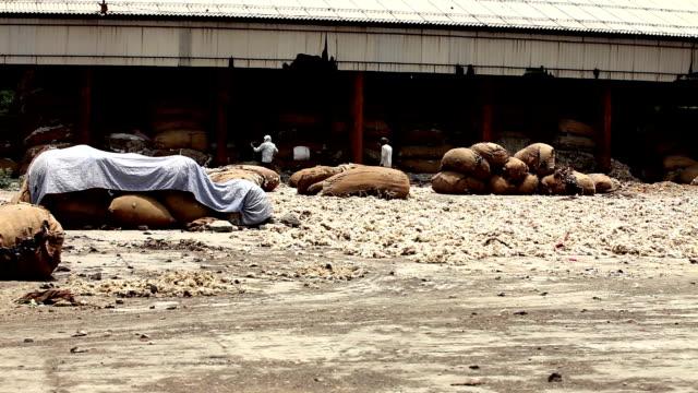 stockvideo's en b-roll-footage met opslag van wol in de textielindustrie - textielindustrie