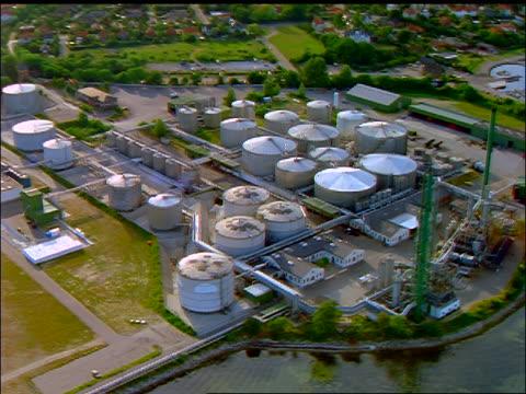 aerial storage tanks of factory (sewage treatment or oil refinery?) / nyborg, fyn, denmark - 1997年点の映像素材/bロール