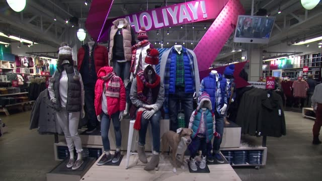 Store BRoll at Old Navy 2017 Black Friday Shopping on November 22 2017 in New York City