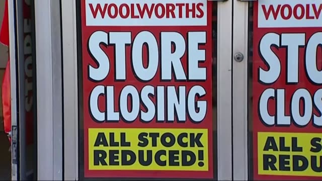 vídeos y material grabado en eventos de stock de bhs store chain goes into administration / sir philip green potential contribution t17120804 / various of woolworths store with entrance covered with... - for sale frase en inglés