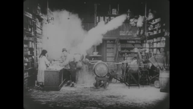 1917 store clerk (alice lake), butcher (fatty arbuckle) and manager (arthur earle) return to store and join in flour fight with customer (buster keaton) and clerk (al st. john) - 1917 stock-videos und b-roll-filmmaterial