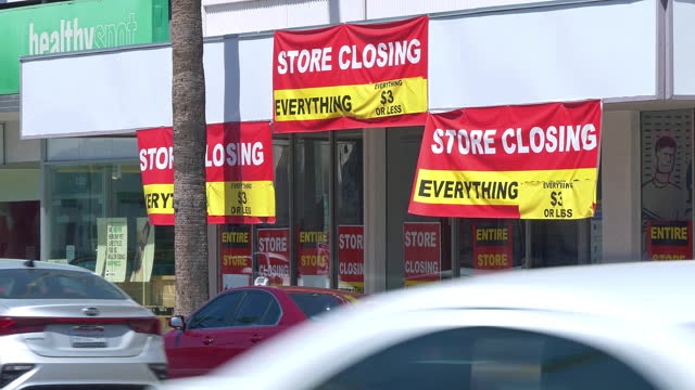 store closing signs and banners at going out of business supermarket filing for bankruptcy in los angeles, california, 4k - banner stock videos & royalty-free footage