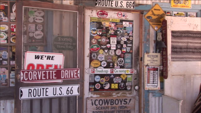 a store front displays route 66 signs. - conocophillips stock-videos und b-roll-filmmaterial