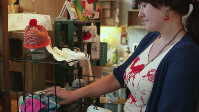 ms store owner working in her store / portland, oregon, usa - portland oregon点の映像素材/bロール