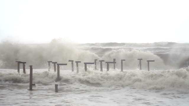 HD: Storm and Waves