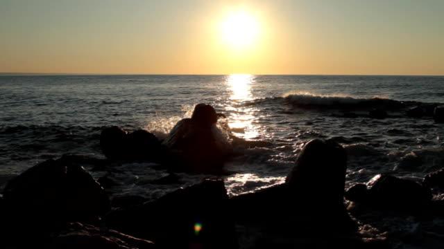 Sturm auf dem Meer, Wellen, Felsen, Sonne