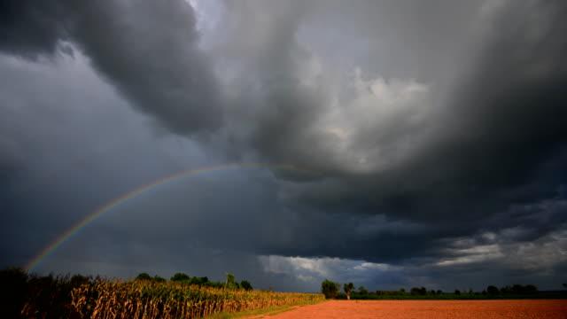 Sturmwolke, bei der Rainbow Time Lapse 4K hat