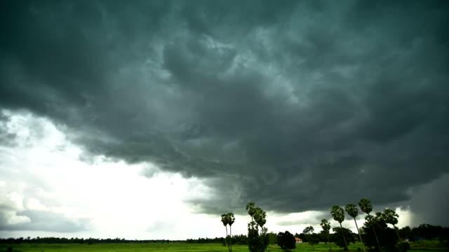 storm cloud zeitraffer - bedecken stock-videos und b-roll-filmmaterial