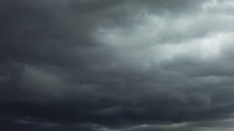 vídeos y material grabado en eventos de stock de nubes de tormenta al atardecer - tormenta tiempo atmosférico