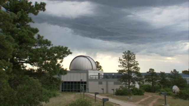 storm clouds drift over an observatory. - centro di ricerca video stock e b–roll