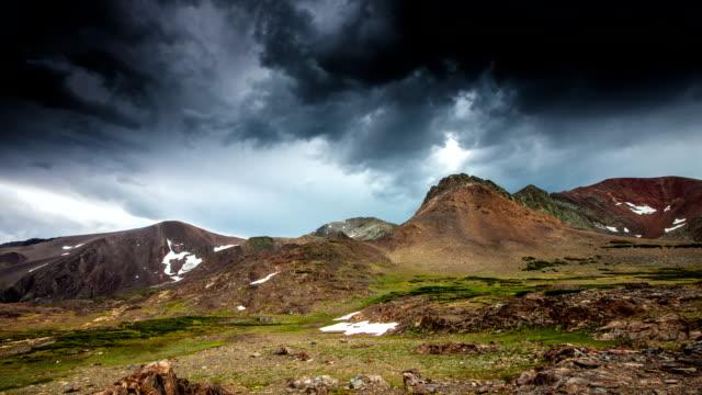 zeitraffer: wolken in berge - amerikanische sierra nevada stock-videos und b-roll-filmmaterial