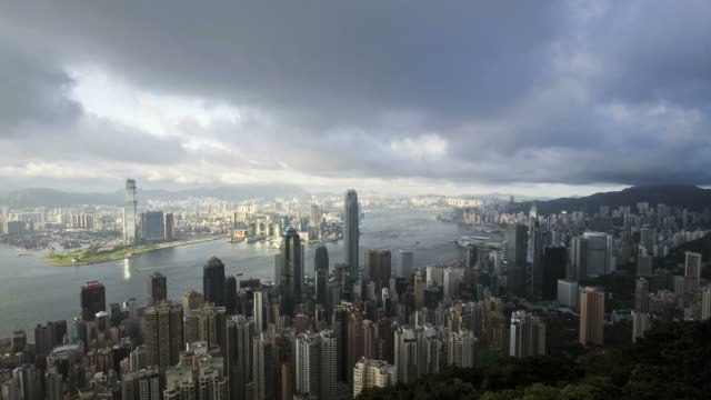 stockvideo's en b-roll-footage met t/l storm clouds over hong kong, high angle view from victoria peak, mount austin, across hong kong island and harbour to kowloon - victoria peak