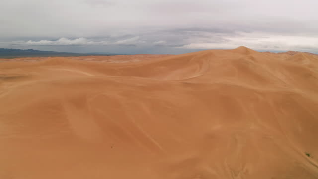 storm clouds over sand dunes in the desert. - sahara desert stock videos & royalty-free footage