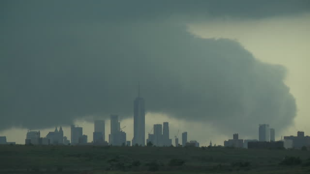 storm clouds over the new york city skyline - scott mcpartland stock videos & royalty-free footage