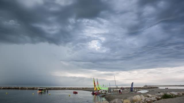 storm coming from the sea - 停泊する点の映像素材/bロール