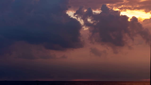 storm coming in over lake erie - time lapse - lago erie video stock e b–roll