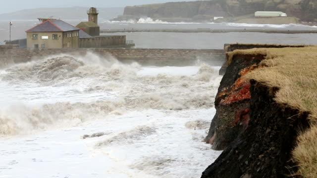 vídeos y material grabado en eventos de stock de storm damage to coast - erosionado