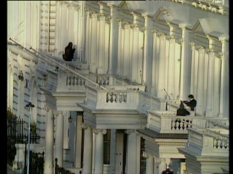 sas storm iranian embassy to end siege causing explosion at front of building london 05 may 80 - belagerung stock-videos und b-roll-filmmaterial