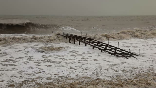 ビーチの嵐 - ワイドショット点の映像素材/bロール