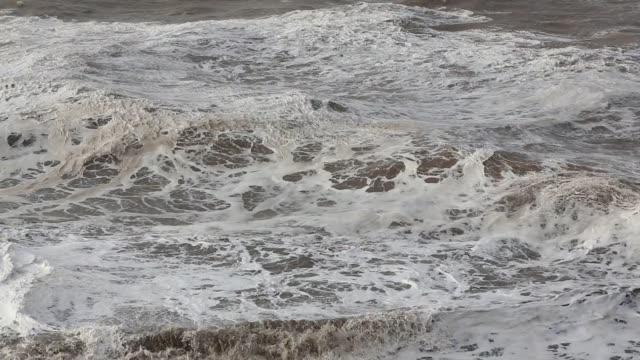 vídeos y material grabado en eventos de stock de storm waves battering whitehaven harbour from an extreme low presure system. cumbria, uk, 10th december 2014. - desgastado por el tiempo