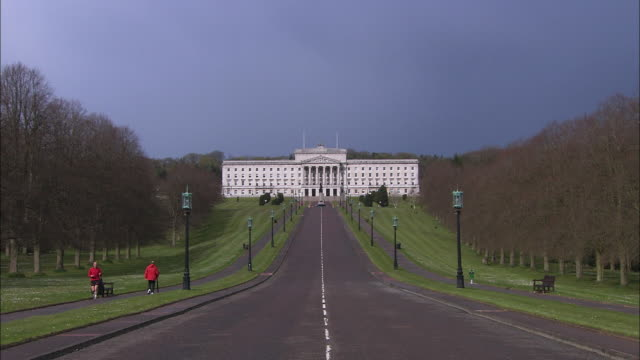 stormont parliament building head-on, northern ireland - parliament building stock videos & royalty-free footage