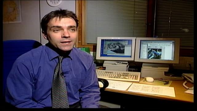 vídeos y material grabado en eventos de stock de storms and gales batter britain john hammond interviewed sot describes weather forecast - itv