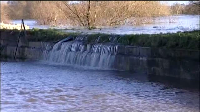 more storms hit flooded south west britain gloucestershire minsterworth gvs of floodwater from river severn flowing through fence floodwater flowing... - river severn stock videos & royalty-free footage