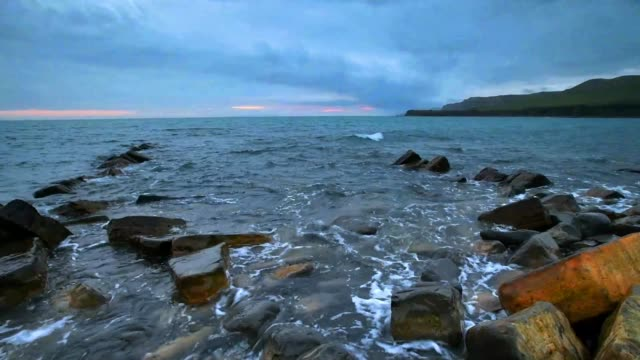stormy at kimmeridge bay, dorset, uk - brandungsfischen stock-videos und b-roll-filmmaterial