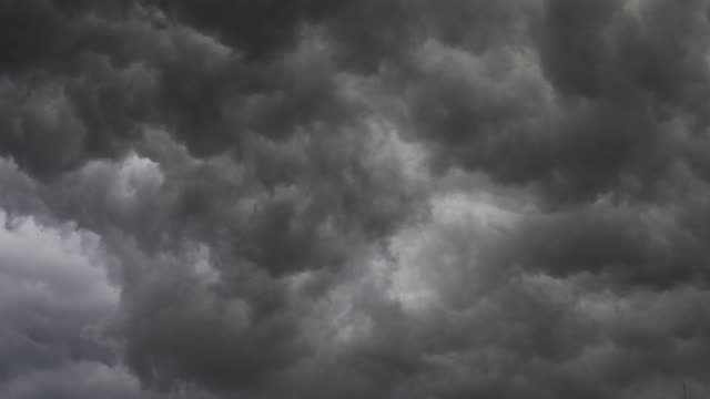 stürmische wolken für den hintergrund - zeitraffer - grau stock-videos und b-roll-filmmaterial