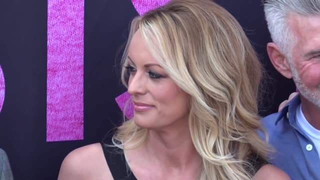 stormy daniels gets the key to west hollywood outside chi chi larue's in west hollywood - stormy daniels video bildbanksvideor och videomaterial från bakom kulisserna