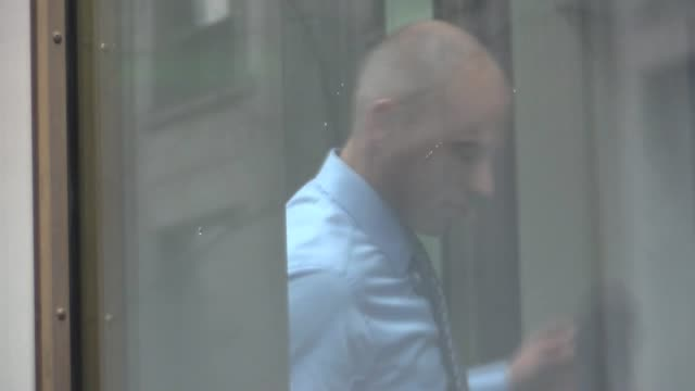 stormy daniels' lawyer michael avenatti goes through security at court 500 pearl street - stormy daniels video bildbanksvideor och videomaterial från bakom kulisserna