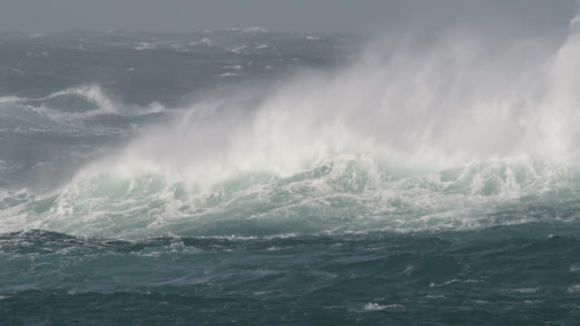 vídeos de stock, filmes e b-roll de stormy sea crashes onto shore, cornwall, uk - rough