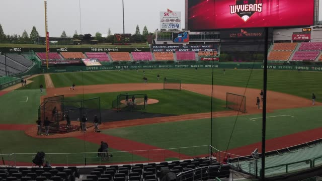 sk wyverns v hanwha eagles kbo league opening game at the empty sk happy dream ballpark the kbo said its 10 clubs will be able to expand their... - coreano video stock e b–roll