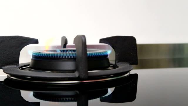 コンロ - ブンセン灯点の映像素材/bロール