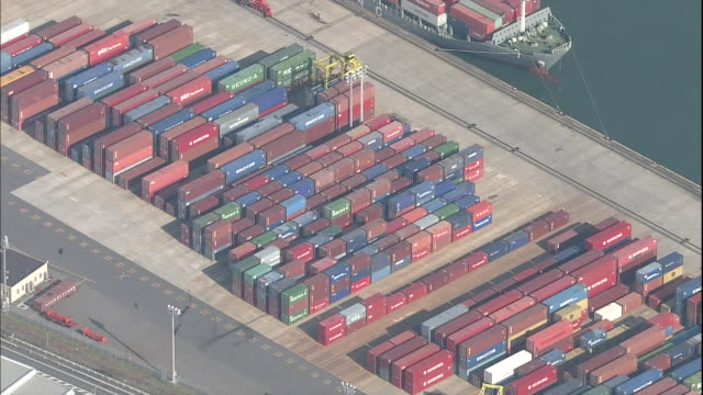 a straddle carrier stacks international containers in the storage yard at niigata east port. - straddle carrier stock videos & royalty-free footage