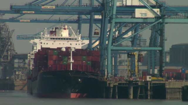 cu, straddle carriers and cranes working by container ship at tilbury docks / tilbury, essex, england - straddle carrier stock videos & royalty-free footage